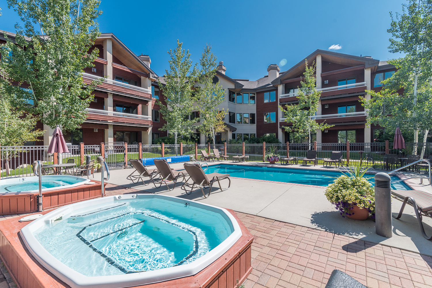Champagne/Aspen Lodge Pool & Hot Tubs